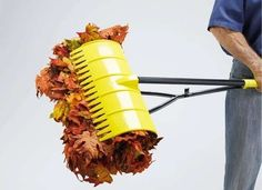You'll never push off raking leaves again with these amazing lawn tools! #DIY
