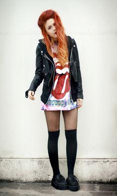 Nice dark to light red color Fashion Guys, Punk Fashion, Grunge Fashion, Womens Fashion, Style Fashion, Fashion Ideas, Rachel Green, Winona Ryder, Carrie Bradshaw