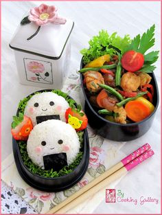 Cooking Gallery: Smiling Onigiri Bento