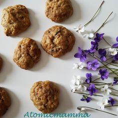 Biscotti brutti ma buoni preparati con gli scarti della frutta dall'estrattore