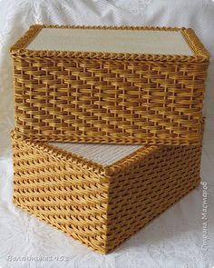 11 photos of paper art ♥Matina Straw Weaving, Bamboo Weaving, Paper Weaving, Basket Weaving, Newspaper Art And Craft, Newspaper Basket, Paper Furniture, Recycled Magazines, Basket Crafts