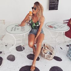 """Mi piace"": 818, commenti: 75 - S I N E A D C R O W E ✌️ (@sineadcrowe) su Instagram: ""Ice cream in Mykonos  what's your favourite flavour? I'm always torn between melon and coconut…"""