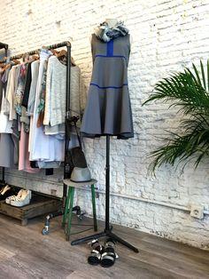 Vestido bicolor con volanteElisa Rivera. #womanfashion #trend #stylish #fashion #detail