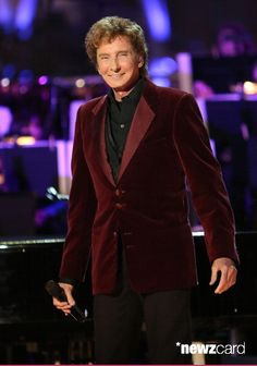 Recording Artist Barry Manilow performs at the 5th annual Holiday tree lighting and grand opening of the LA Kings Holiday Ice at LA Live on November 27, 2012 in Los Angeles, California.  (Photo by Paul Archuleta/FilmMagic)