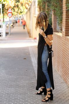 Jeans and maxi tee. I want a maxi tee Maxi Tee, Maxi Shirts, Passion For Fashion, Love Fashion, Fashion Looks, Womens Fashion, Mode Outfits, Casual Outfits, Fashion Outfits