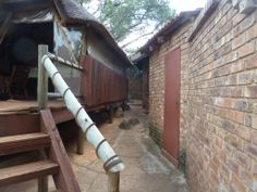 Lapa and side of house