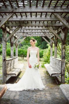 New England bride in Vera Wang | Photography: Studio Atticus Photography - studioatticus.com  Read More: http://www.stylemepretty.com/2014/09/29/charming-outdoor-wedding-at-elm-bank/