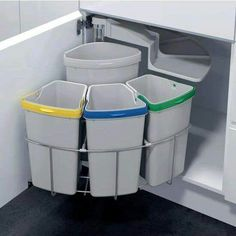 Lovin' this Recycling Station. Vauth Sagel by Fulterer Eco Center Ultimate Recycling Station Kitchen Pantry, New Kitchen, Kitchen Decor, Kitchen Cabinets, Kitchen Small, Kitchen Waste, Kitchen Corner, Smart Kitchen, Kitchen Layout