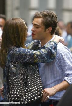 Leighton Meester and Ed Westwick being super cute on set <3