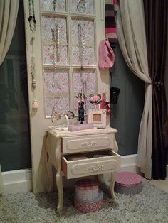 mesita y puerta restauradas en estilo shabby chic