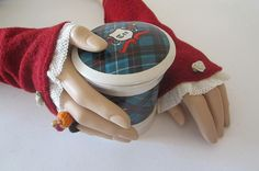 Armstulpen Walk MANDY rot – Rosenblüte – Größe S/M Satin, Country Style, Fingerless Gloves, Arm Warmers, Accessories, Dirndl, Fingerless Mitts, Fingerless Mittens