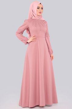 Real work done in real time ! Abaya Fashion, Muslim Fashion, Fashion Dresses, Muslim Evening Dresses, Evening Gowns, Shrug For Dresses, Formal Dresses, Azazie Bridesmaid Dresses, Hijab Dress
