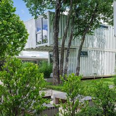 Squirrel Park in Oklahoma City consists of four shipping container homes sitting on a residential lot that looks like a park. The beautifully sustainable homes were designed by London-based firm Allford Hall Monaghan Morris. See more about these on the blog. 🌎 📸 Allford Hall Monaghan Morris #shippingcontainer #shippingcontainers #containerhome #containerhomes #shippingcontainerhome #offgrid #sustainablehome #sustainablearchitecture