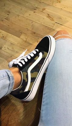 Fashionable and cool women's sneakers for every occasion are in the right place about Women Shoes comfy Here we offer you the most beautiful pictures about the Women Shoes white you are looking for. When you examine the Fashionable and co Cool Womens Sneakers, Girls Sneakers, Vans Sneakers, Best Sneakers, Vans Shoes Fashion, Vans Shoes Outfit, Cool Vans Shoes, Sneakers Fashion Outfits, Tomboy Fashion