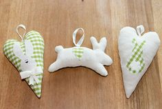 Set of 3 lavender scented bags (2 hearts, 1 bunny) to perfume your wardrobe. €15,00, via Etsy.