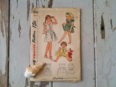 Play clothes pattern for little girls vintage by happydayantiques, $11.00