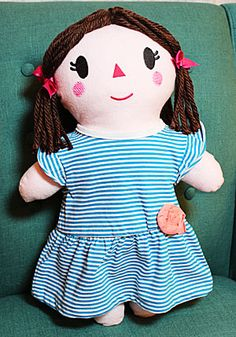 Free project instructions to make an embroidered soft rag doll. Lots of options, clear step by step