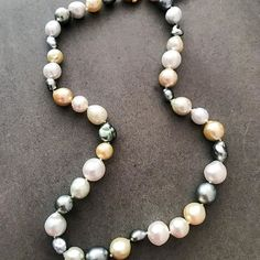 South sea pearls  only the best grade ... love that lustre ❤️including a few stunning Tahitians ... gorgeous new stock in store now ❤️ #southsea #tahitianpearls #portfairyjeweller #leskesjewellersportfairy #portfairy #pearls #baroque #portfairypics #summer17  #Regram via @loveleskesjewellers