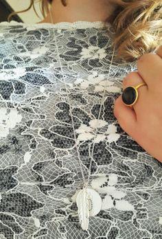 Et mix af smykker. Og min super fine blonde top.  #hvisk #hviskstyling #hviskstylist #hviskjewellery #smykker #jewellery #ringen #fingerring #fingerringe #ring #halskæde #halskæder #vedhæng #hviskaw16