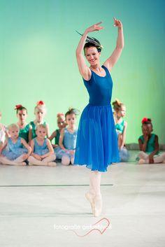 Ballettlove  #ballett #dance #highclass #tanz #tanzen #ausdruck #abstrakt #kindertanz #kinder #frau #kleid #kopfschmuck #kreativ