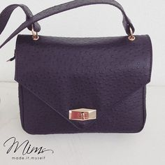 Bolsa mini cookie inteirinha em avestruz preto! #criesuabolsa #bolsadecouro #minibag
