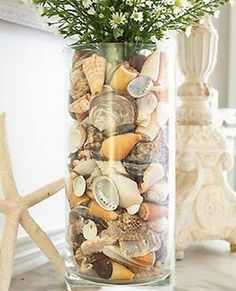 25 Sea Shell Crafts… love the bottom one in the pic! 25 Sea Shell Crafts… love the bottom one in the pic! Seashell Art, Seashell Crafts, Beach Crafts, Diy Crafts, Vases Decor, Table Centerpieces, Centerpiece Ideas, Seashell Centerpieces, Vase Ideas
