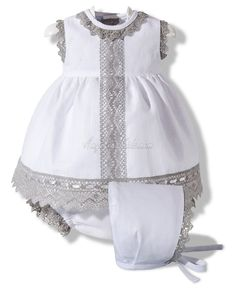 Vestido de lino blanco y gris White dress with gray lace trim Little Girl Dresses, Girls Dresses, Toddler Outfits, Kids Outfits, Baby Couture, Baby Sewing, Kind Mode, Baby Dress, Cute Dresses