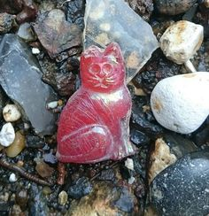 A little red glass puss I came across on the Thames foreshore yesterday.