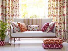 With a huge range of designer floral curtains on the market today. To find the best floral curtains for your home, it's important to look at many different sets. Sofa Design, Simple Sofa, Prestigious Textiles, Italian Sofa, Sofa Styling, Floral Curtains, Made To Measure Curtains, Curtains With Blinds, Bradford