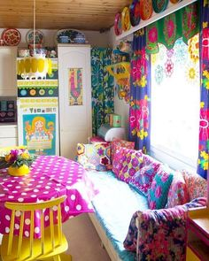 Stunning Colorful Living Room Decor Ideas And Remodel for Summer Project – Sommer dekoration Living Room Decor Colors, Colourful Living Room, Room Colors, House Colors, Bedroom Decor, Style At Home, Deco Cafe, Deco Boheme, Home Decor Inspiration