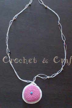 Crochet & Craft: Πλεκτό χαϊμαλί διπλής οψης ματάκι με ξύλινες χάντρ...