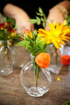 A Washingtonian Thanksgiving - Step By Step Floral Design - Holly Chapple Diy Thanksgiving Centerpieces, Pumpkin Centerpieces, Thanksgiving Table Settings, Thanksgiving Tablescapes, Diy Home Crafts, Fall Crafts, Pumpkin Planter, Feather Centerpieces, Pumpkin Wedding