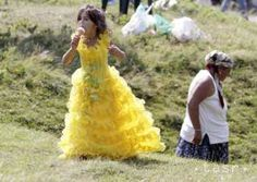 Pekna fotecka People Of The World, Romania, Ball Gowns, Disney Characters, Fictional Characters, Disney Princess, Formal Dresses, Child, Places