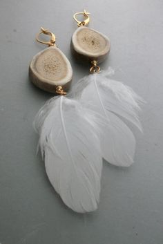 Deer Antler Jewelry, Feather Jewelry, Funky Jewelry, Feather Earrings, Antler Art, Ammo Jewelry, Jewelry Crafts, Bone Jewelry, Skull Earrings