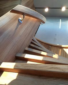 Når trappa blir mer enn ett møbel 😍 #interiør #sculpture #design #architecture #custommade #oak Glass, Home, Modern, Creative, Drinkware, House, Ad Home, Homes, Haus