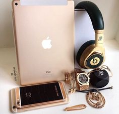 Luxury // Bad Bitches // Fashion // …I hate apple but DAMN Rose Gold Aesthetic, Silvester Outfit, Accessoires Iphone, Rosa Rose, Rich Lifestyle, Lifestyle Blog, Herren Outfit, Luxe Life, Iphone Accessories