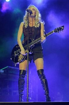 Carrie Underwood- I want this outfit!