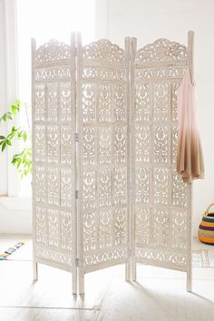 Amber Wooden Carved Screen - Urban Outfitters