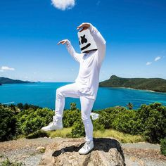 """179 mil Me gusta, 796 comentarios - marshmello [✖‿✖] (@marshmellomusic) en Instagram: """"I want to be like one of those people that eat berries and do yoga but instead I'm the person who…"""""""