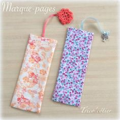 Marque-page en tissu pour les Serial Crocheteuses & More 263 - Mon trico'côtier Diy Marque Page, Sewing Hacks, Sewing Projects, Crochet Feather, Watercolor Fabric, Craft Stalls, Crochet Decoration, Creation Couture, Couture Sewing