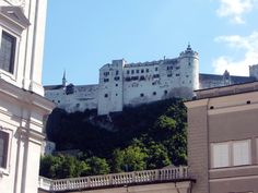 Salzburg-Festung Hohensalzburg Salzburg, Louvre, Mansions, House Styles, Building, Travel, Vacation, Mansion Houses, Voyage