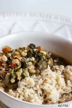 Do you love gumbo, but don't love the seafood? This easy vegetable gumbo is just for you. It's only 2 SmartPoints per serving on Weight Watchers SmartPoints if you add rice), so it's healthy Veggie Main Dishes, Go Veggie, Food Dishes, Vegetarian Gumbo, Vegetarian Recipes, Healthy Recipes, Vegetarian Options, Navy Bean Recipes, Weight Watchers Meals