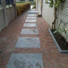 Concrete Stepping Stones, Garden Stepping Stones, Stone Walkway, Garden Paving, Garden Paths, Love Garden, Dream Garden, Garden Images, Brick Patios