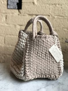 Totally handmade crochet tote bag with short or long knitte Crochet Diy, Crochet Tote, Crochet Handbags, Crochet Purses, Tunisian Crochet, Crochet Ideas, Diy Sac, Crochet Shell Stitch, Macrame Bag