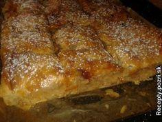 Jablkový koláč á la štrúdľa - Vopred si očistíme a nastrúhame jablká. Pripravíme si orechovú posýpku: na masle opražíme strúhanku, pridáme mleté... Recepty pre každodennú kuchyňu s fotografiami.