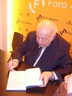 Román Suárez Blanco firmó un buen número de ejemplares de su último libro