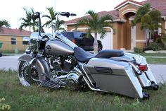 This is one bad a** bike 1200800 Pixel, Harley Modified, Harley Chopper, Badass - Uploaded by user Harley Bagger, Bagger Motorcycle, Harley Bikes, Motorcycle Style, Motorcycle Garage, Motorcycle Paint, Custom Baggers, Custom Harleys, Custom Bikes