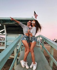 Bff on vacation Bff Pics, Bff Pictures, Best Friend Pictures, Best Friend Fotos, Mini Short, Shotting Photo, Friend Poses, Photo Instagram, Disney Instagram