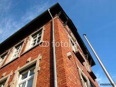 Die ehemalige Dorfschule in Wißmar in der Gemeinde Wettenberg mit alter Backsteinfassade
