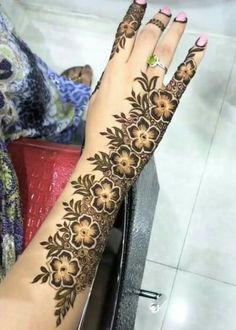 Mehndi is something that every girl want. Arabic mehndi design is another beautiful mehndi design. We will show Arabic Mehndi Designs. Henna Hand Designs, Mehandi Designs, Mehndi Designs Finger, Latest Arabic Mehndi Designs, Mehndi Designs For Girls, Modern Mehndi Designs, Mehndi Design Pictures, Mehndi Designs For Fingers, Beautiful Mehndi Design